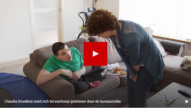 Video Claudia Kruidenbos met zoon over het elk jaar opnieuw invullen van de zorgaanvraag