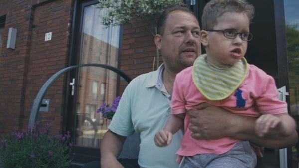 Vader met zoon met een meervoudige beperking