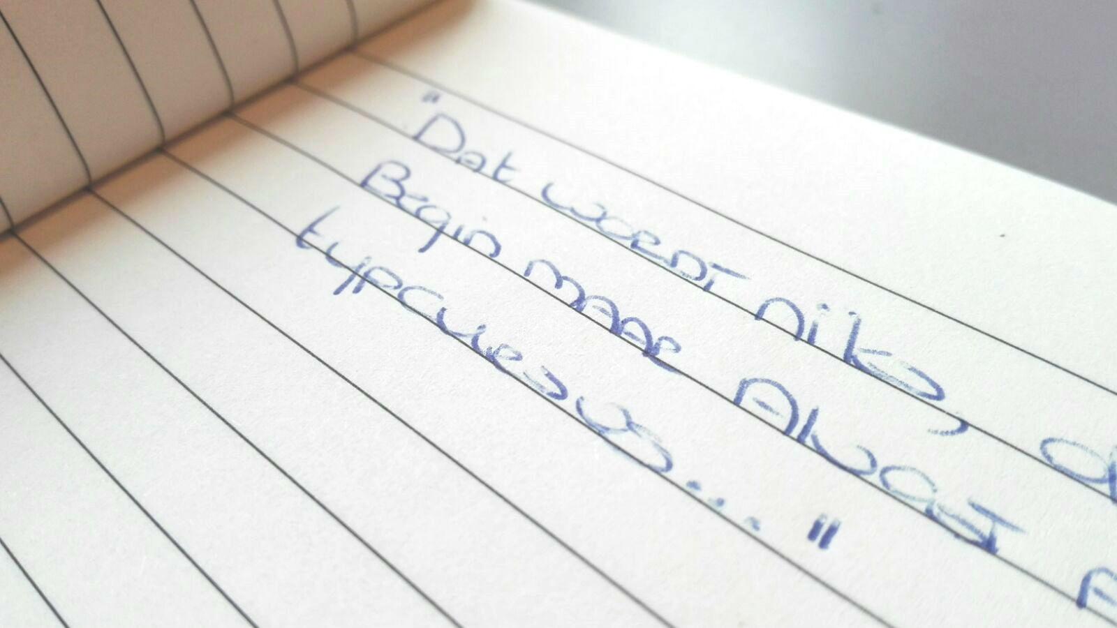 Ouderwets schrijven met pen en papier