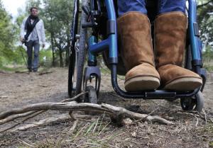 Met een rolstoel de natuur in.