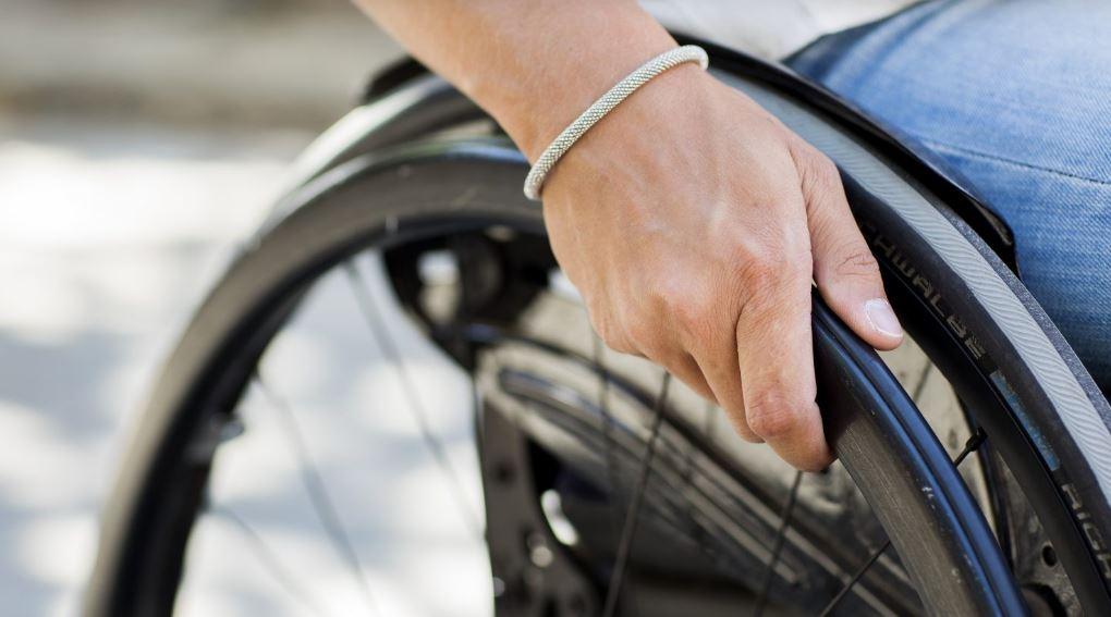 close up van een rolstoelwiel