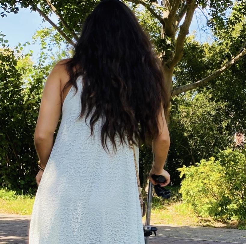 Rachel met haar rollator.